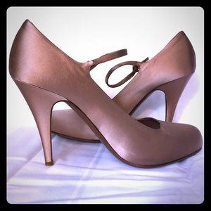 $790 PRADA Pink Silk Nude Heels, shoe sz 40 / 10